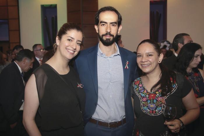 Natalia Barajas, Fernando Robles y Ángela Ortega