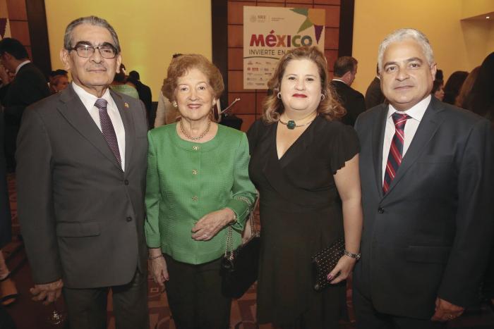 Héctor Montemayor, Rosalva de Montemayor, Patricia de la Rosa y Hernán De León Batista