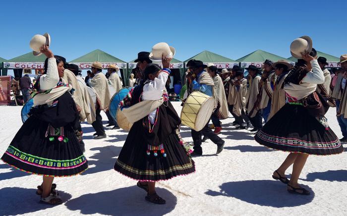 El grupo de danzas tradicionales Hijos de Tunuca actúa durante las actividades organizadas por el Día Mundial del Turismo