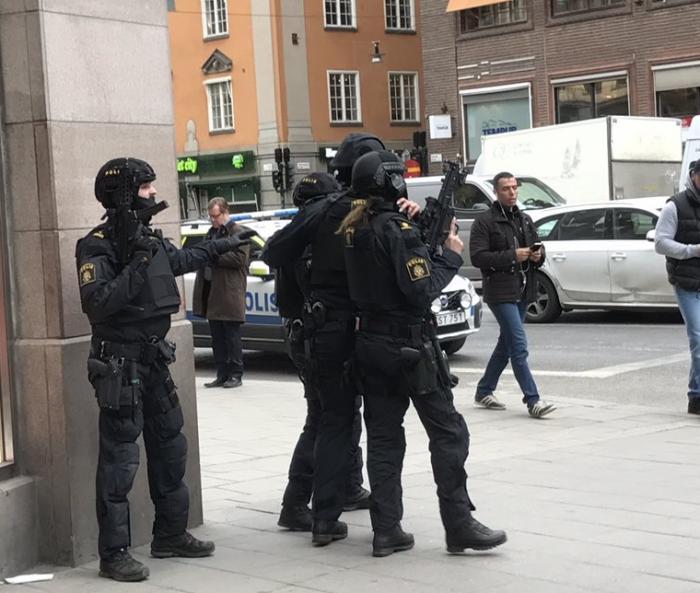 Un camión arrolla a una multitud en Estocolmo, hay dos víctimas