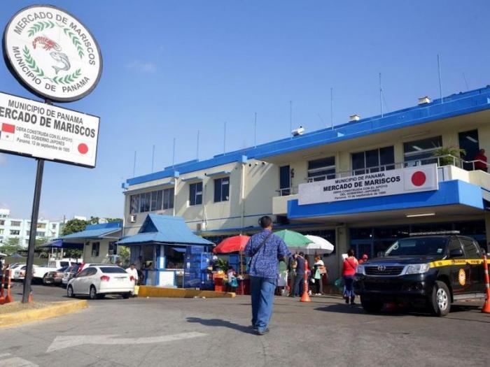 Acodeco inicia operativo de Cuaresma en el Mercado de Mariscos