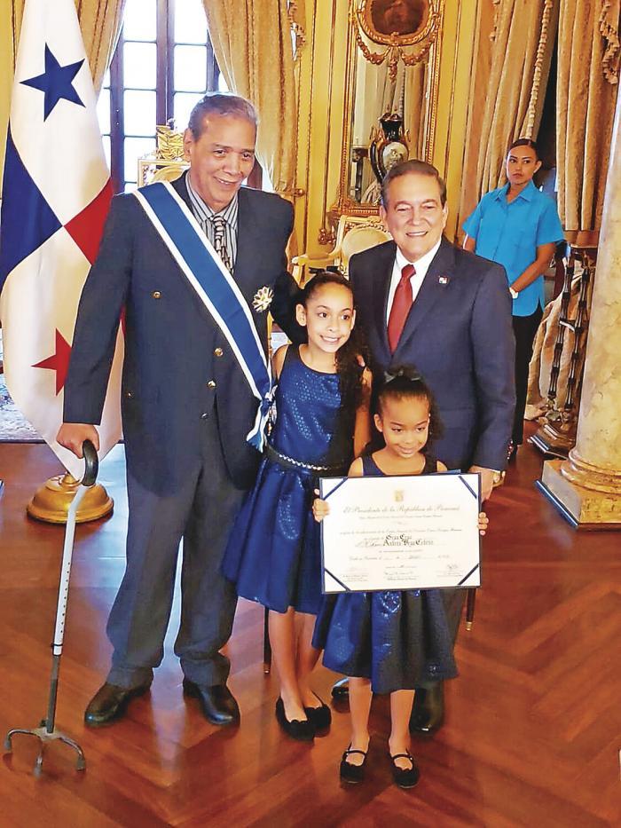 Domplin_recibe_la_Orden_General_Omar_Torrijos_Herrera-0