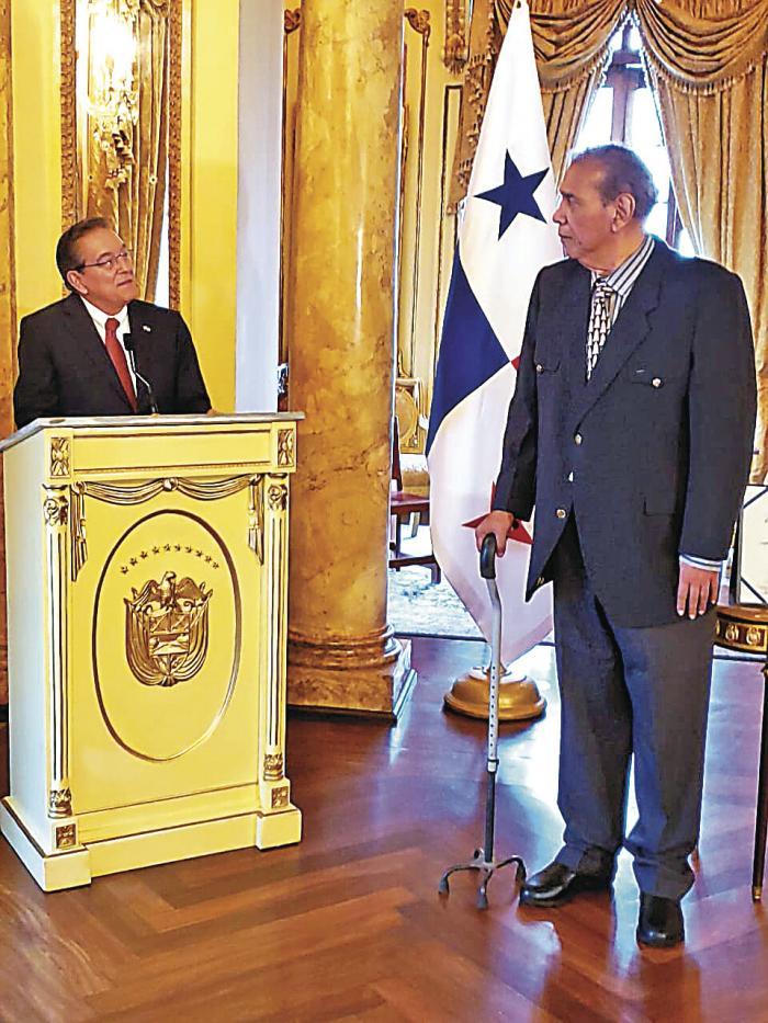 Domplin_recibe_la_Orden_General_Omar_Torrijos_Herrera-5