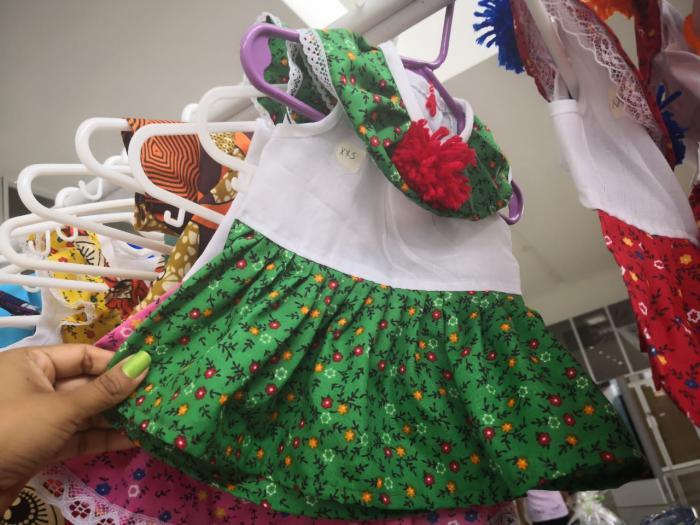 Vestidos de perros  del Club de Mujeres Artesanas de Panamá