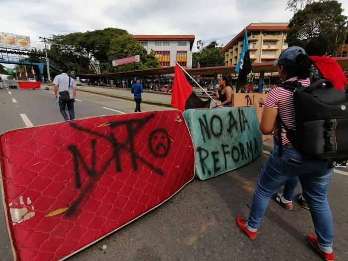 Protestas en la UP reformas constitucionales