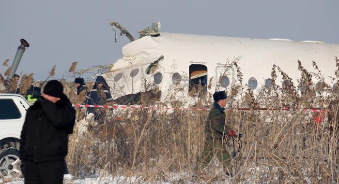 Al menos 15 muertos al estrellarse un avión de pasajeros en Kazajistán