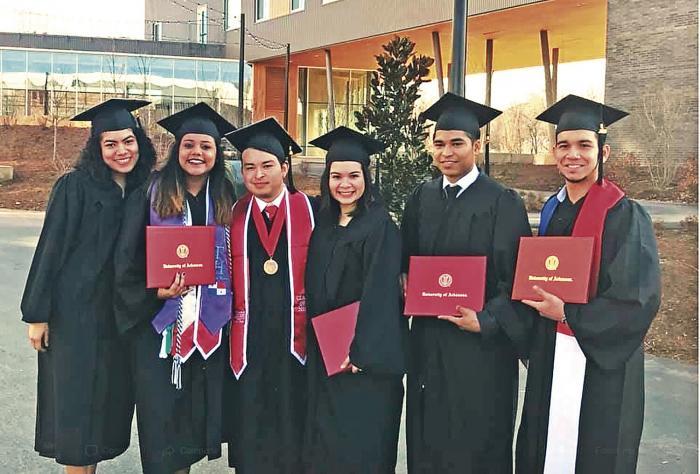 Becarios panamenos de la Senacyt se graduan en la Universidad de Arkansas 0