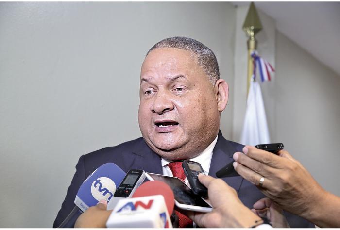 Robinson objeta nombramiento de copartidarios en directivas 0