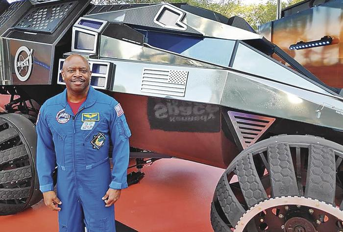 Leland Melvin unico futbolista-astronauta 0