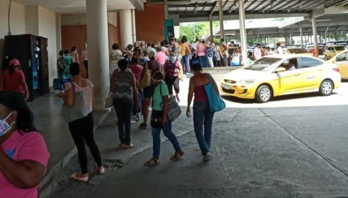 Filas de consumidores en San Miguelito