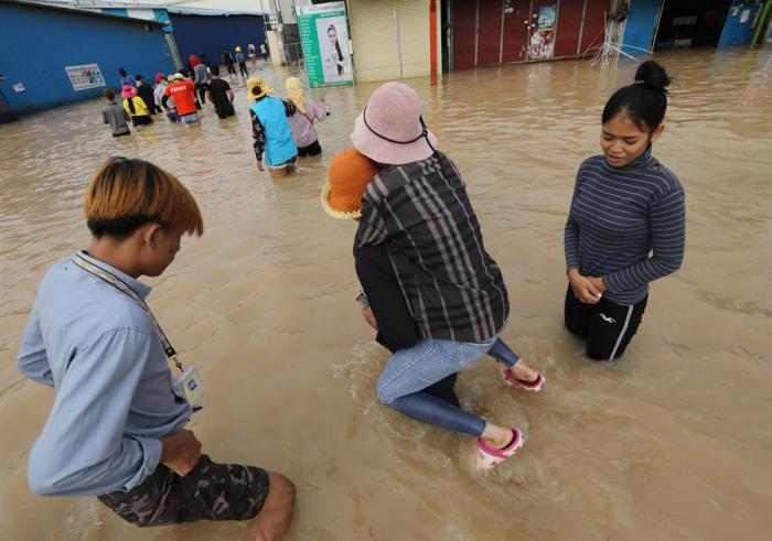 Al menos 123 muertos por las inundaciones en Vietnam y Camboya