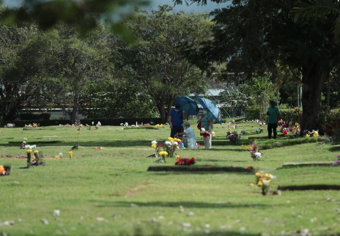 Panamá celebra un atípico Día de Difuntos entre restricciones y poco público
