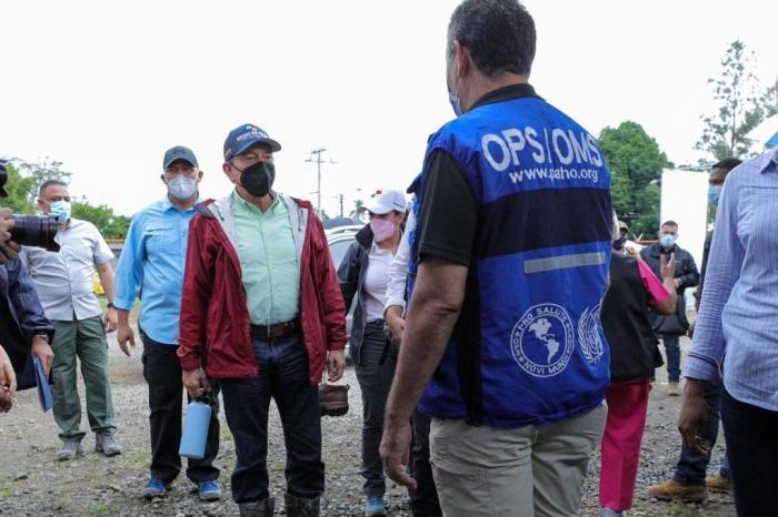 El presidente Laurentino Cortizo Cohen durante su gira a los lugares más afectados por el huracán ETA en la provincia de Chiriquí.