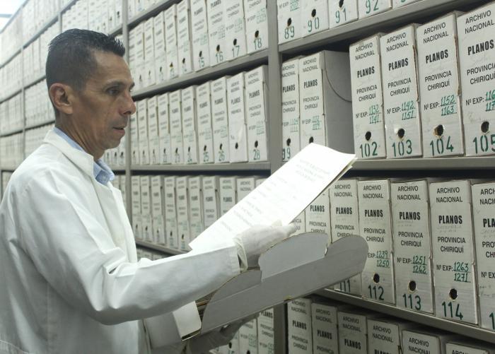 La archivología es la ciencia de la gestión documenta