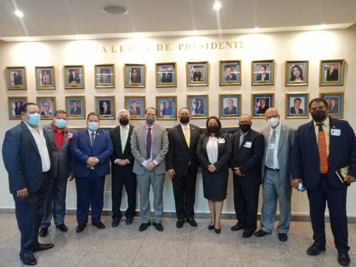 Cortez recibió a la delegación en su despacho, en Ciudad de Panamá.
