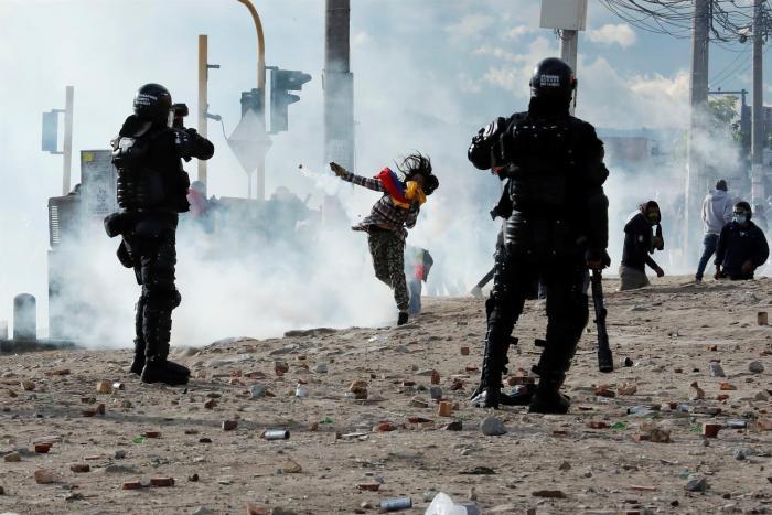 Nuevos disturbios en Bogotá dejan decenas de afectados y lesionados.