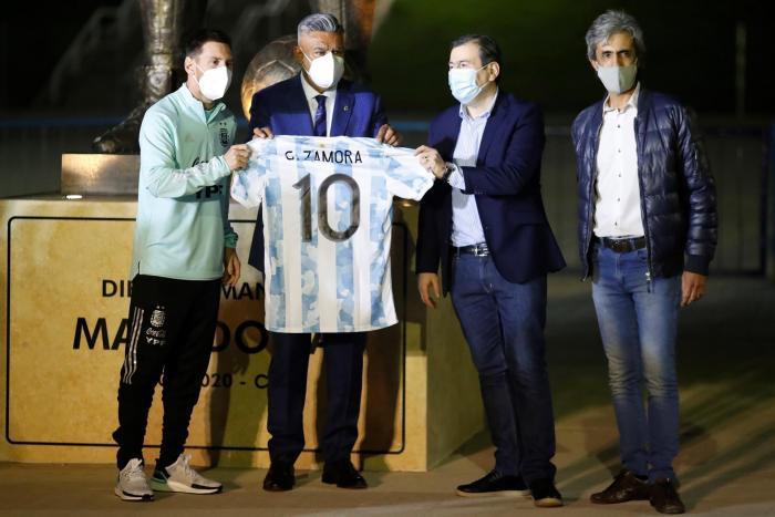 Homenaje argentino a Diego Maradona en la previa del encuentro ante Chile