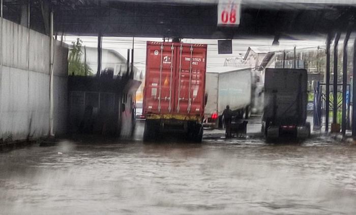Inundaciones y cierre de puestos de vacunación por fuertes lluvias