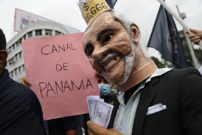 Represión policial a las afueras de la Asamblea Nacional a 2 años de la administración Cortizo.