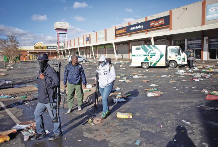 Sudáfrica: muertos suben a 117 en medio de disturbios y saqueos en torno al juicio del expesidente Zuma