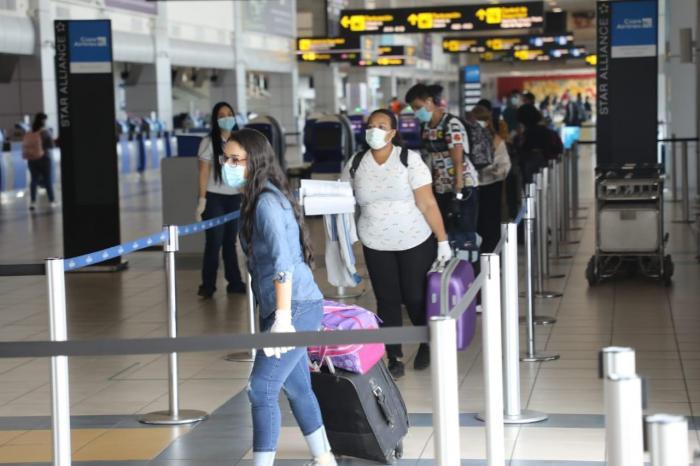 Pasajeros en el Aeropuerto Internacional de Tocumen.