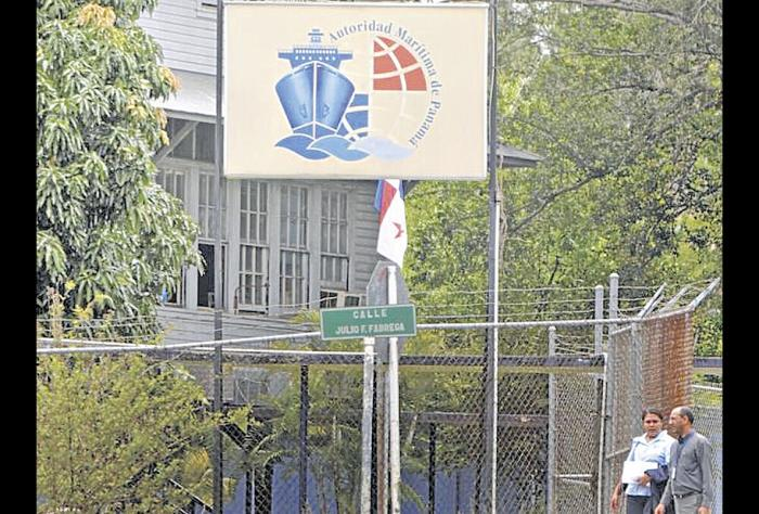 Querellan penalmente al Director de Marina Mercante de la AMP