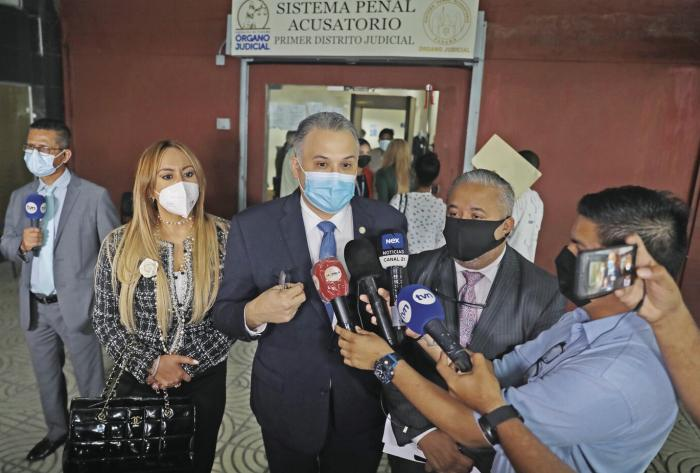 Martinelli espió asuntos familiares, dicen querellantes; defensa denuncia inconsistencias