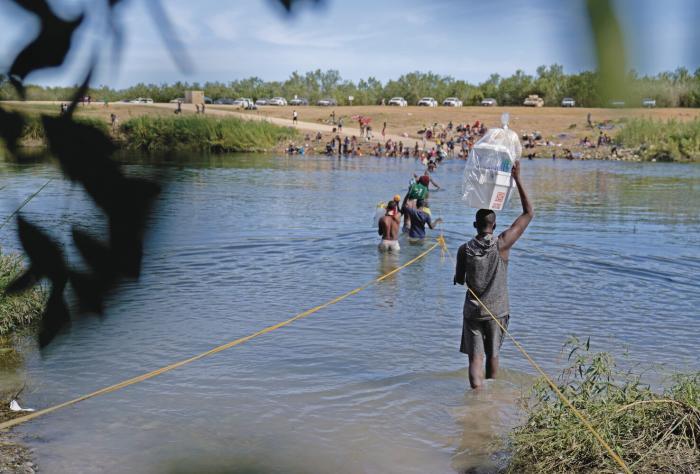 Abusos contra haitianos dejan en entredicho 'nueva' política migratoria de Biden