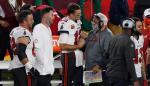 En la imagen, el mariscal de campo de los Tampa Bay Buccaneers, Tom Brady (c, i) quien celebra con un entrenador, el 7 de febrero de 2021.