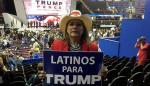 """Votantes latinos de cinco estados clave se sienten """"frustrados"""" con Trump"""