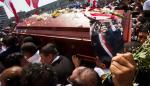 Alan García recibe multitudinaria despedida final acompañado por sus fieles