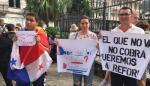 Protestan contra la corrupción frente a la Asamblea Nacional