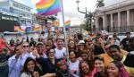 Comunidad LGBTIQ+ en Panamá iza su bandera de lucha en la Plaza 5 de Mayo