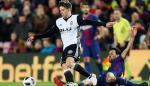 El Barça logra una mínima ventaja ante un defensivo Valencia