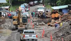 Vista general hoy de los destrozos a las viviendas y las calles por las lluvias e inundaciones tras el paso de Eta, en el distrito de Tierras Altas, en la provincia de Chiriquí (Panamá).