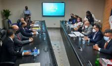 Los diputados de la Asamblea Nacional reunidos con los magistrados del Tribunal Electoral.