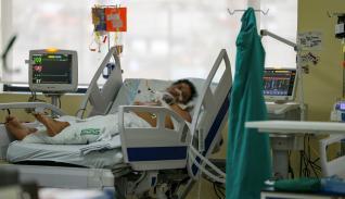 Paciente en sala de cuidados intensivos