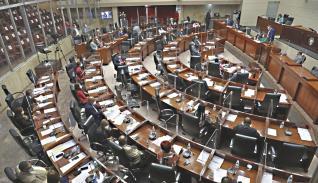 Asamblea mantiene 14 denuncias contra magistrados de la Corte