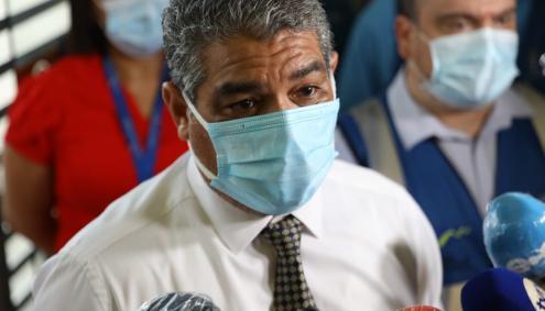 Ministro de Salud, Luis Sucre, durante un recorrido por la Estación del Metro de Panamá en la 5 de Mayo.