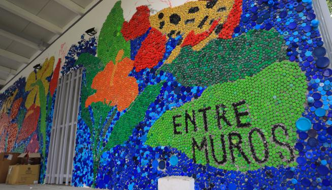 Los movimientos Mimar y Pa' la Tierrita buscan crear conciencia sobre el consumo de materiales de un solo uso, con el proyecto #EntreMuros