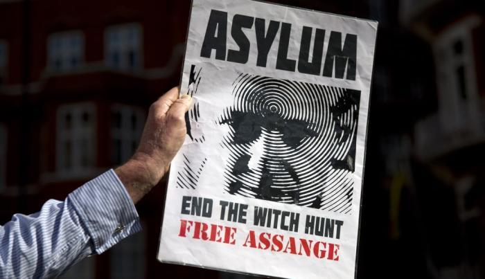 Assange cumple tres años de encierro exasperado por la justicia sueca