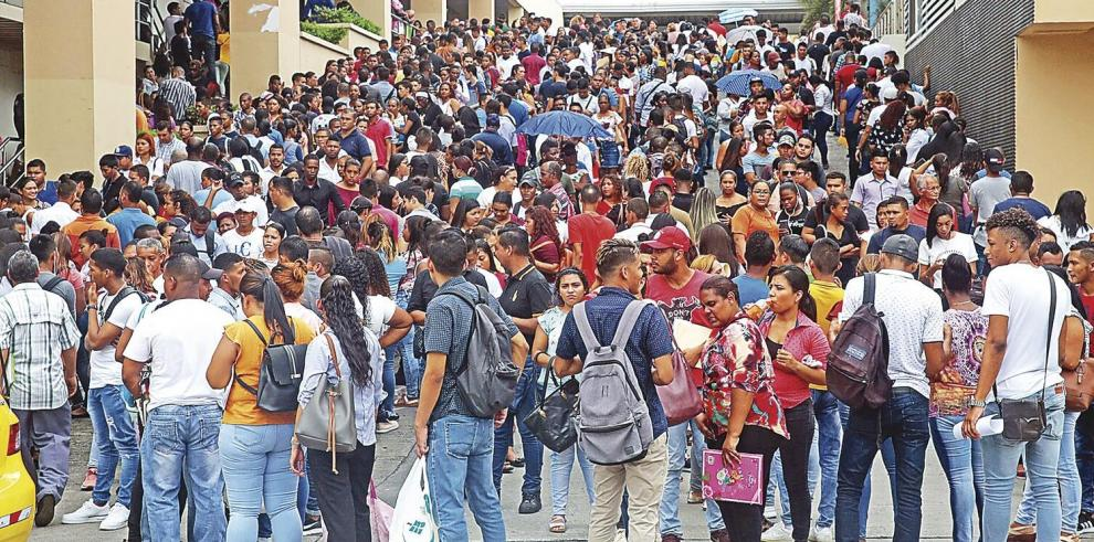 Jóvenes enfrentan la crisis más aguda al buscar empleo