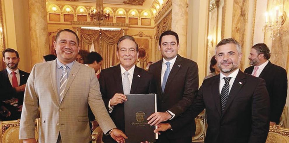 El presidente de la República, Laurentino Cortizo Cohen, sancionó ayer la Ley 93, que crea el Régimen de Asociación Público-Privada, para ejecutar obras del Estado con capital privado para el desarrollo social y la creación de empleos.