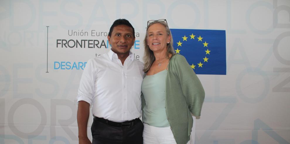 Abraham Freire, alcalde del Cantón Lago Agrio, junto a Marianne Van Steen, embajadora de la UE en Ecuador, en Lago Agrio