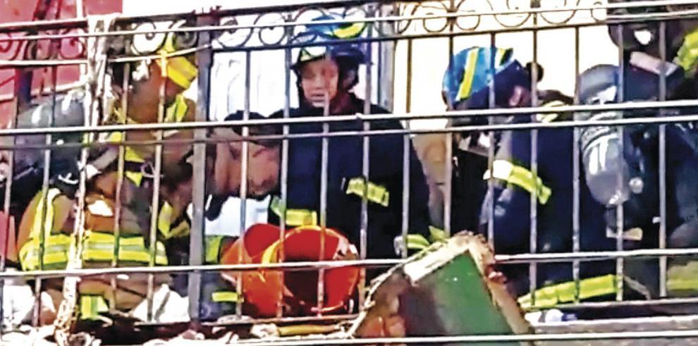 Los_bomberos_y_el_vacio_de_Manuel_Naar-0