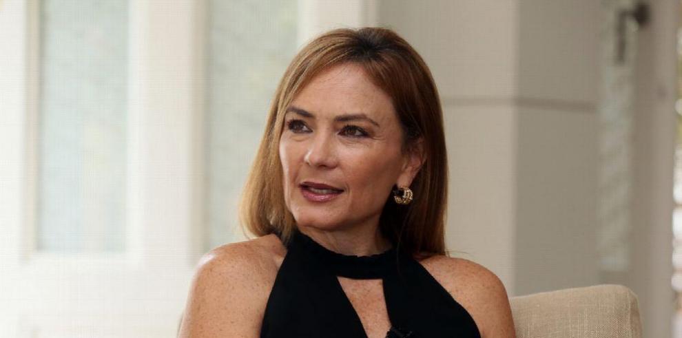 Vivian Fernández de Torrijos: 'En Panamá culpamos a los políticos hasta del calor'