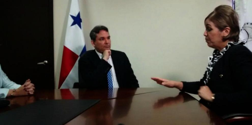 Alfredo Castillero Hoyos toma posesión como nuevo Defensor del Pueblo