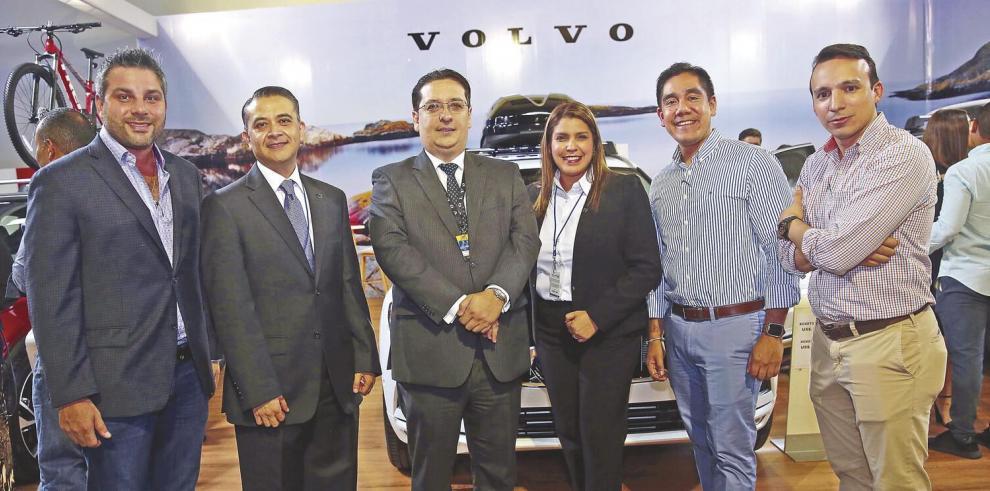 Volvo_presenta_su_gama_XC_en_el_Panama_Motor_Show-0