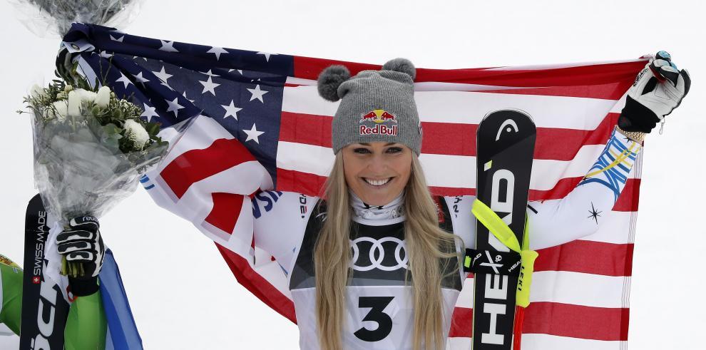 La esquiadora estadounidense Lindsey Vonn posa para los fotógrafos tras ser premiada durante la gala de los Premios Laureus del deporte en Mónaco
