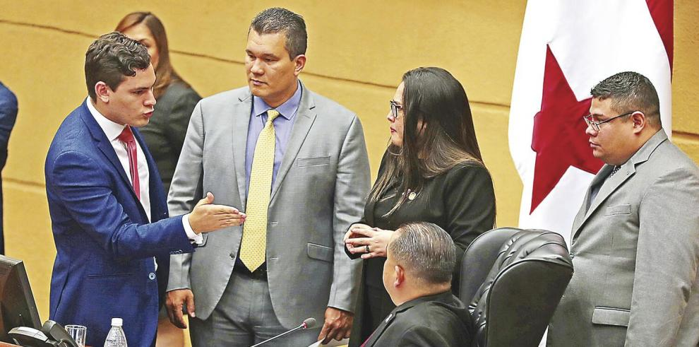 Asamblea_en_sesion_permanente_para_discutir_reformas_a_la_Constitucion-0